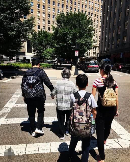 汪诗诗带甄子丹年迈父母度假 一家三代温馨同框