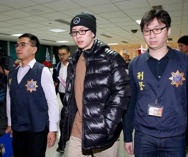 孙安佐被美国驱逐出境后回台,一举一行被网友关注。