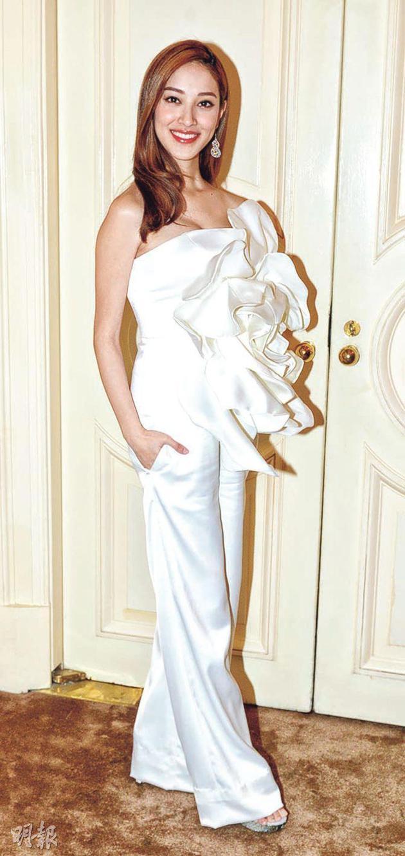 陈凯琳宣布怀孕后首次出席公开运动,身形照样纤瘦。