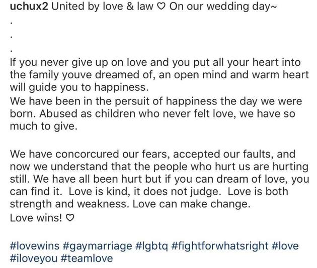 小两口高喊:Love wins!(爱情胜利!)