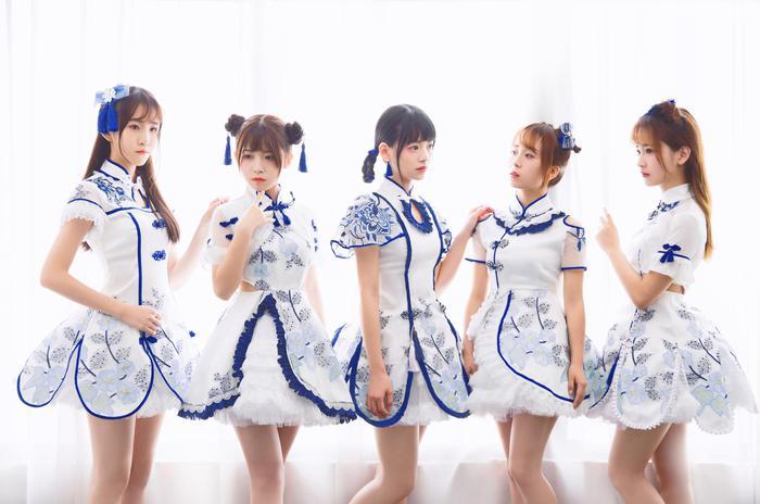SING女团部分成员(左起:陈丽、赖美云、林津伊、蔡莎、蒋申)