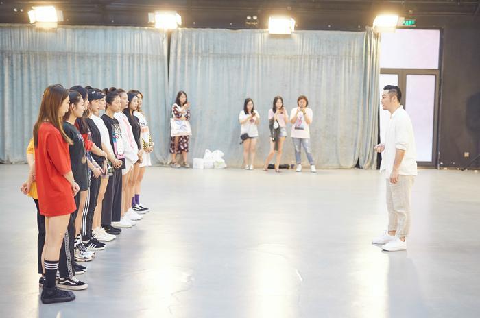 练舞现场(新浪娱乐,摄影/宫德辉)