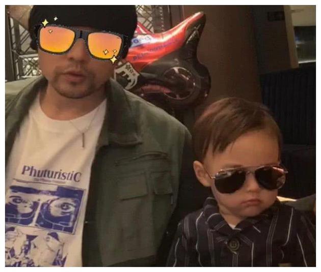 周杰伦与儿子合照