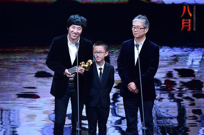 《八月》导演张大磊(左)