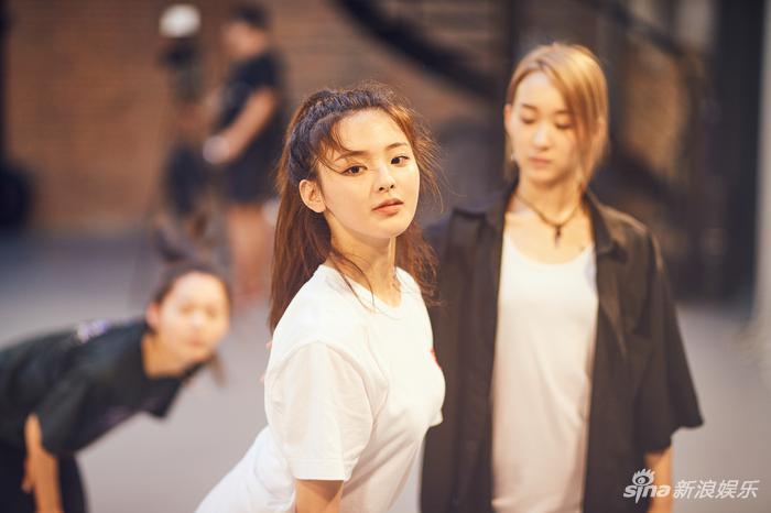 杨超越认真练舞(新浪娱乐,摄影/宫德辉)