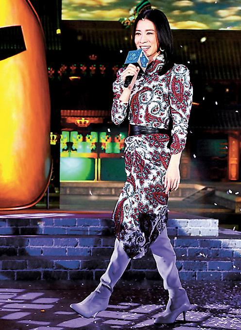 佘诗曼到澳门出席活动,并且献声演唱。