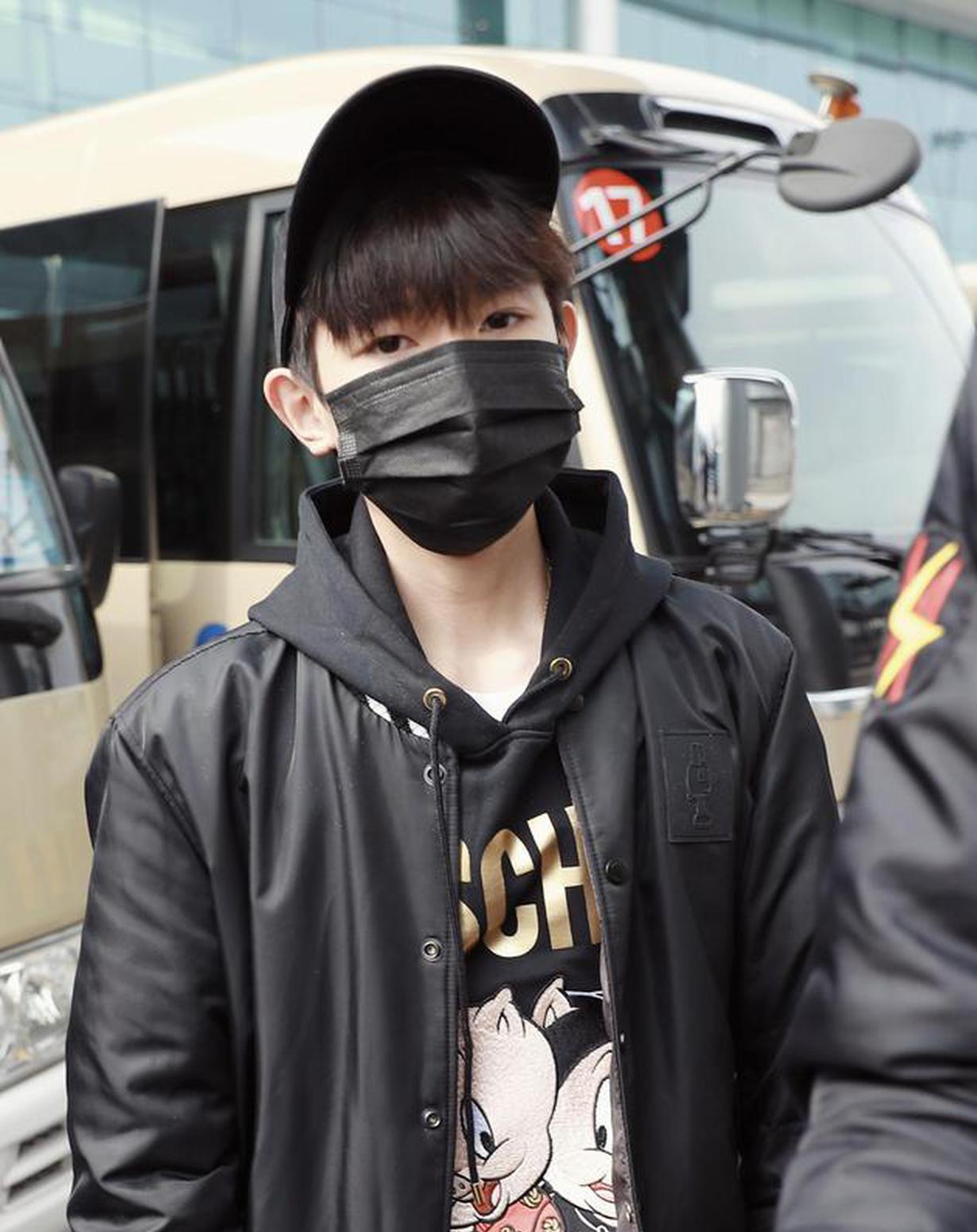 王源重庆机场出发前往北京。