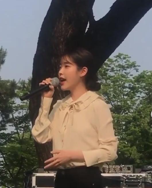IU唱祝歌