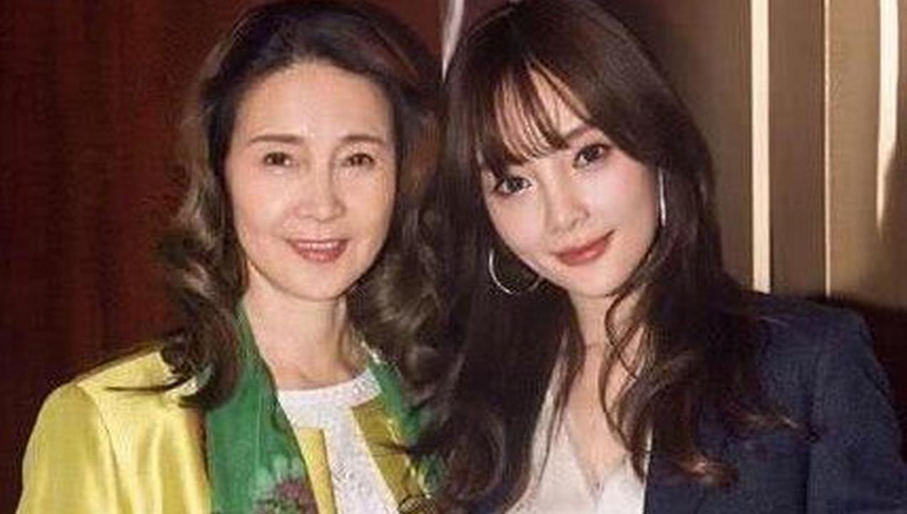 视频:李小璐妈妈罕见更新动态 点赞粉丝团力挺女儿言论