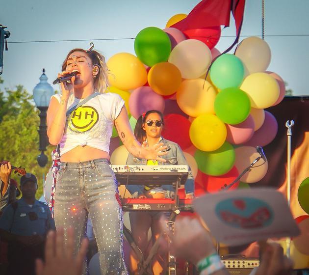 麦粒塞勒斯(Miley Cyrus)