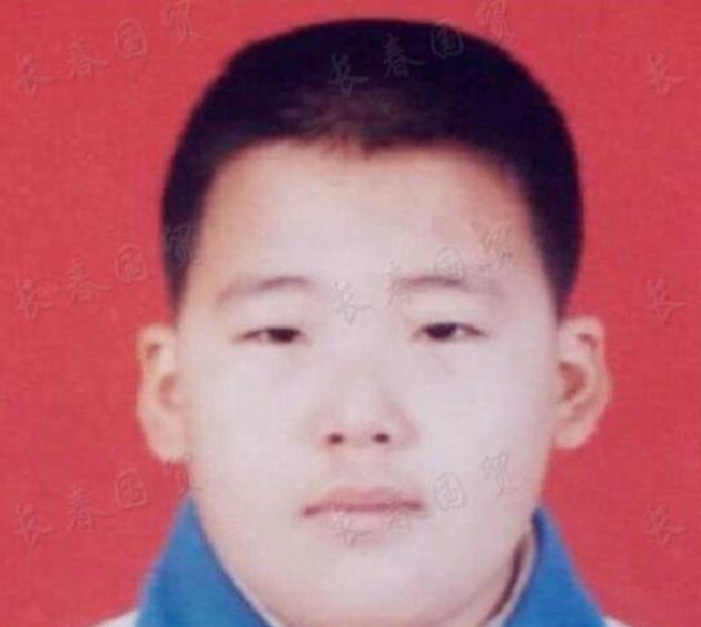郭麒麟小学的证件照