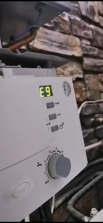 杨威家热水器故障