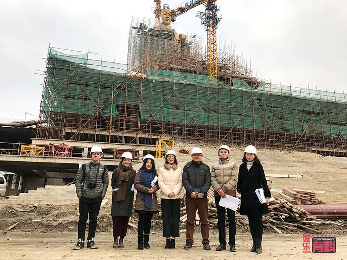 郜伟(右三)所在的苏州电影世界策划部合照
