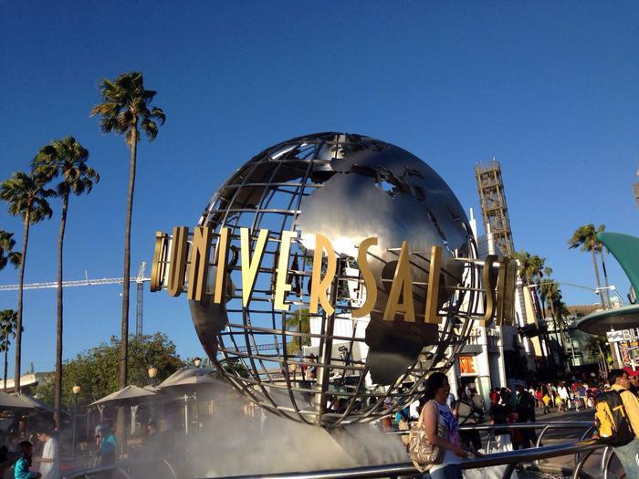 好莱坞环球影城门口(图片来自网络)