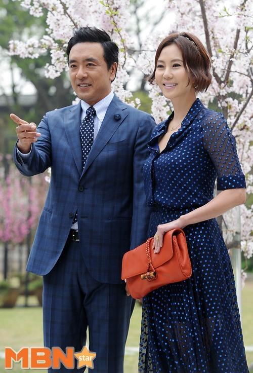 韓國明星夫婦金承佑、金南珠