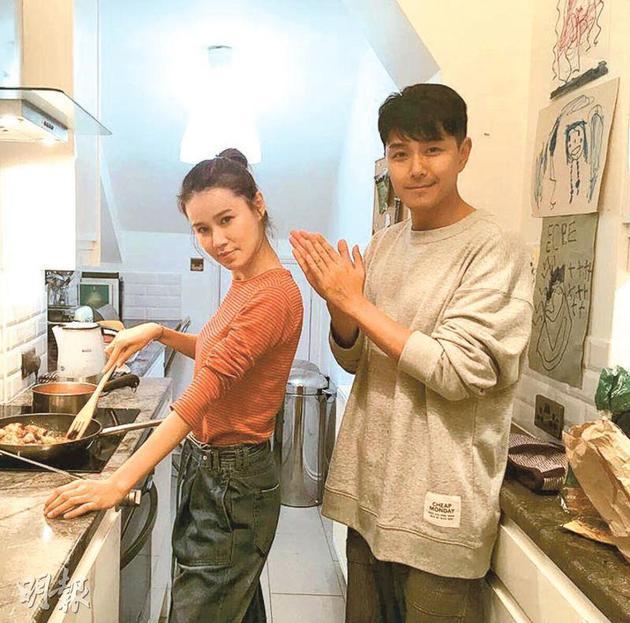 黄翠如(左)下厨贺老公萧正楠42岁生日,后者还没吃已鼓掌