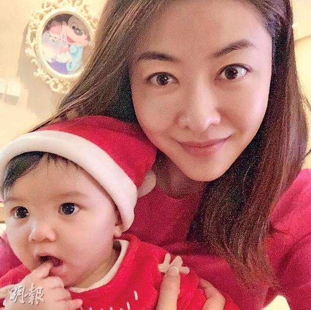 熊黛林與女兒今年度過她們的首個聖誕節。