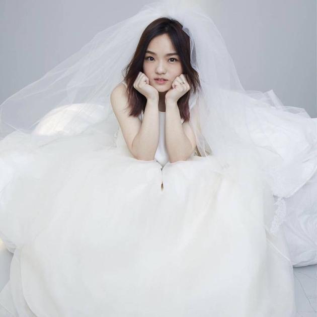 徐佳莹结婚所拍婚纱照。