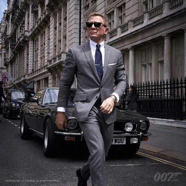 《邦德25》发布007定妆照 主演克雷格受伤后复工