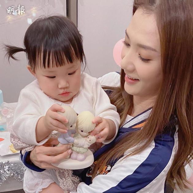 王君馨抱著Gabby合照,母愛滿瀉
