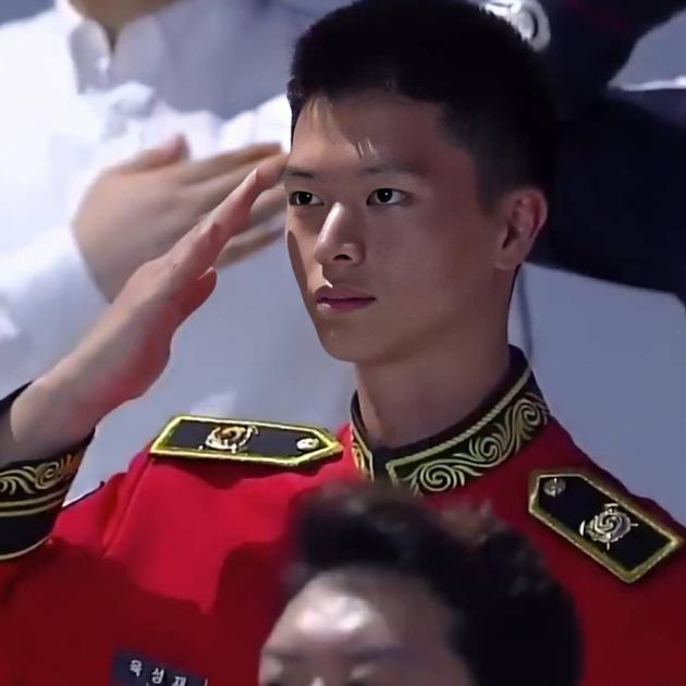 陆星材光复节敬礼画面曝光 网友惊:瘦了很多!