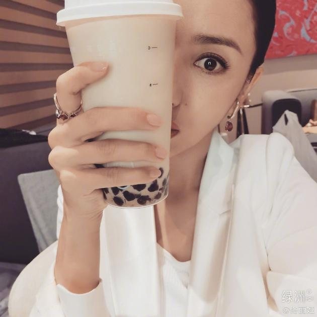 5G冲浪选手旷课 佟丽娅绿洲问秋季的奶茶是甚么梗