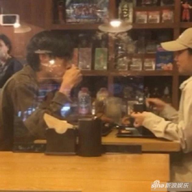 李惠利柳俊烈外出约会对视甜 恋爱四年感情稳定
