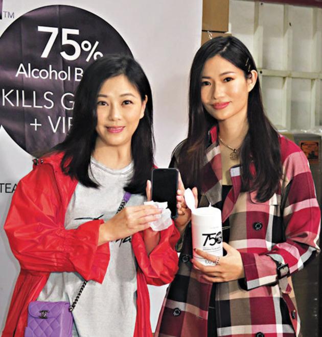 刘小慧(左)和黎晓灵(右)合力引入以色列出产的医疗级消毒产品