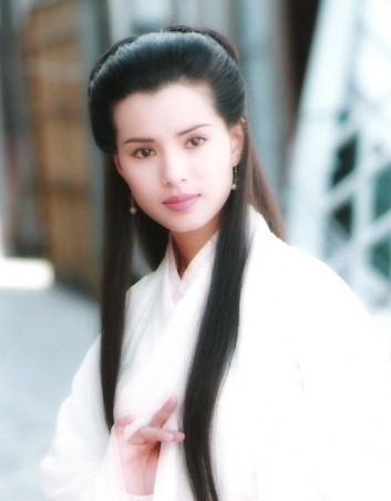 李若彤曾因扮演《神雕侠侣》中的幼龙女而红遍大街幼巷。