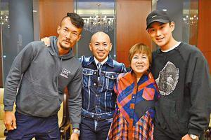 王雨甜(左)专程现身林超贤(左二)在北京的讲座,当天监制梁凤英及王彦霖也有出席。