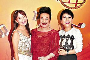 薛家燕跟陳美齡(左)一別幾十年