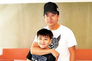林子博赞10岁儿子有演戏天分 生日礼物送其玩具枪