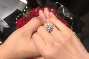 何雯娜晒钻戒官宣被求婚消息:人生的第二个起点
