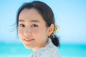 桐谷美玲为婚礼情报杂志拍封面 采访中谈婚后变化