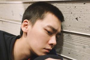 李易峰暖心鼓励支援武汉男粉丝:注意安全回来见