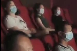 黑龙江一影院复工首场无观众 经理给员工放电影