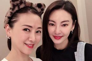翁虹横店巧遇张雨绮晒合影 年龄差19岁似姐妹