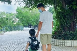 """苏炳添晒与儿子背影照 发文称""""感情是要培养的"""""""