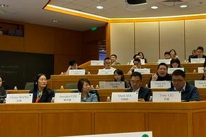 网友上海哈佛课堂偶遇张艺兴 进修高管领导力课程