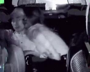 許志安與黃心穎車內激吻
