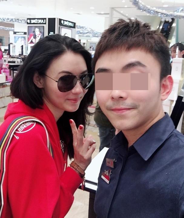 张柏芝与粉丝相符影。