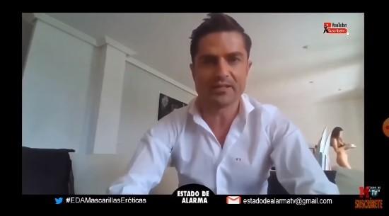 男主播Alfonso Merlos(音译:阿方索梅洛)在家隔离期间开直播