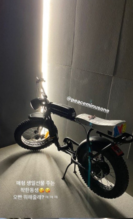 权志龙送给姐夫电动自行车