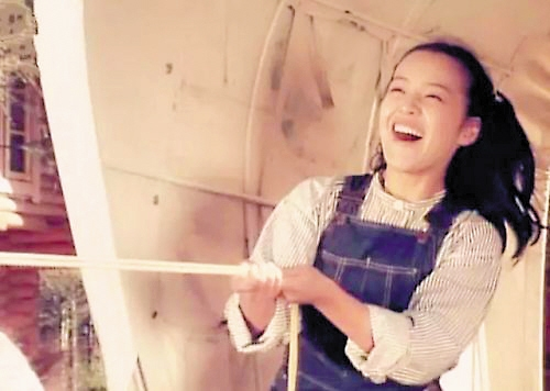 荒木由美子饰演幼鹿纯子