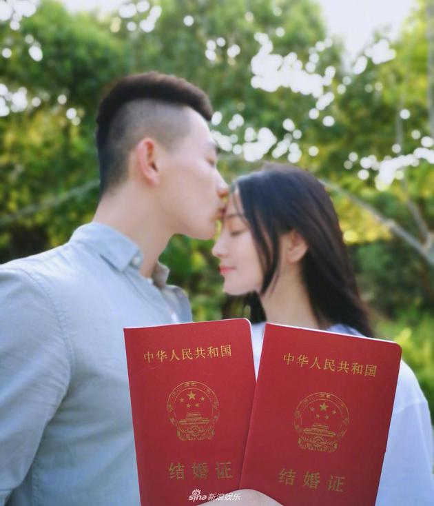 """张馨予嫁军人成""""军嫂"""""""