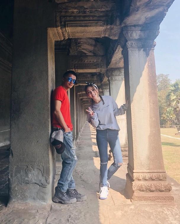 谢霆锋邓紫棋一路前往柬埔寨拍摄《锋味》。