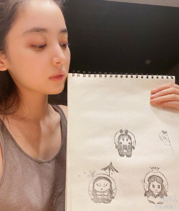 娜扎晒卡通自画像