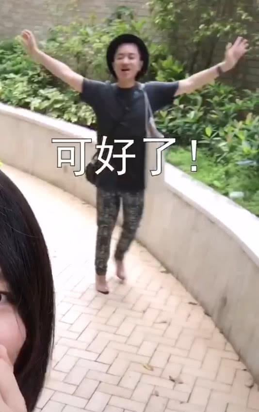 组图:王祖蓝蹲地上为老婆换鞋 穿高跟鞋形象伟岸