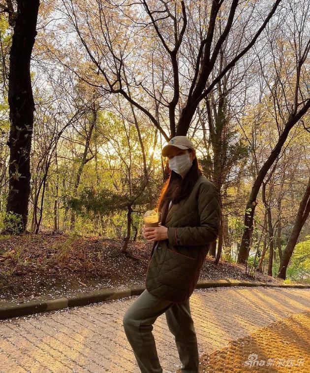 孙艺珍晒登山照打扮休闲朴素 网友:是玄彬拍的吧