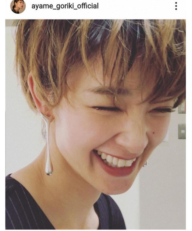 刚力彩芽Instagram分享短发照